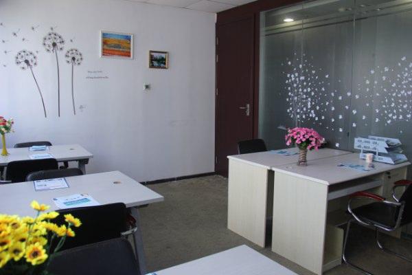 福田兴华大厦精装修小面积办公室出租,配套家私 可注册