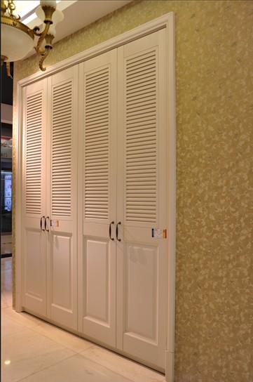 装修木工制作的衣柜和鞋柜,因此全部选择上海品牌班尔奇的欧式系列,有