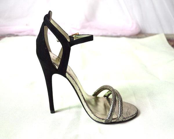 大牌款 奢华超性感细带高跟凉鞋 真皮细跟黑色列纹宴会鞋