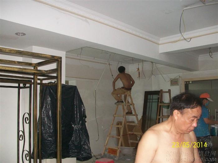 欧式实木线条制作的造型的墙面