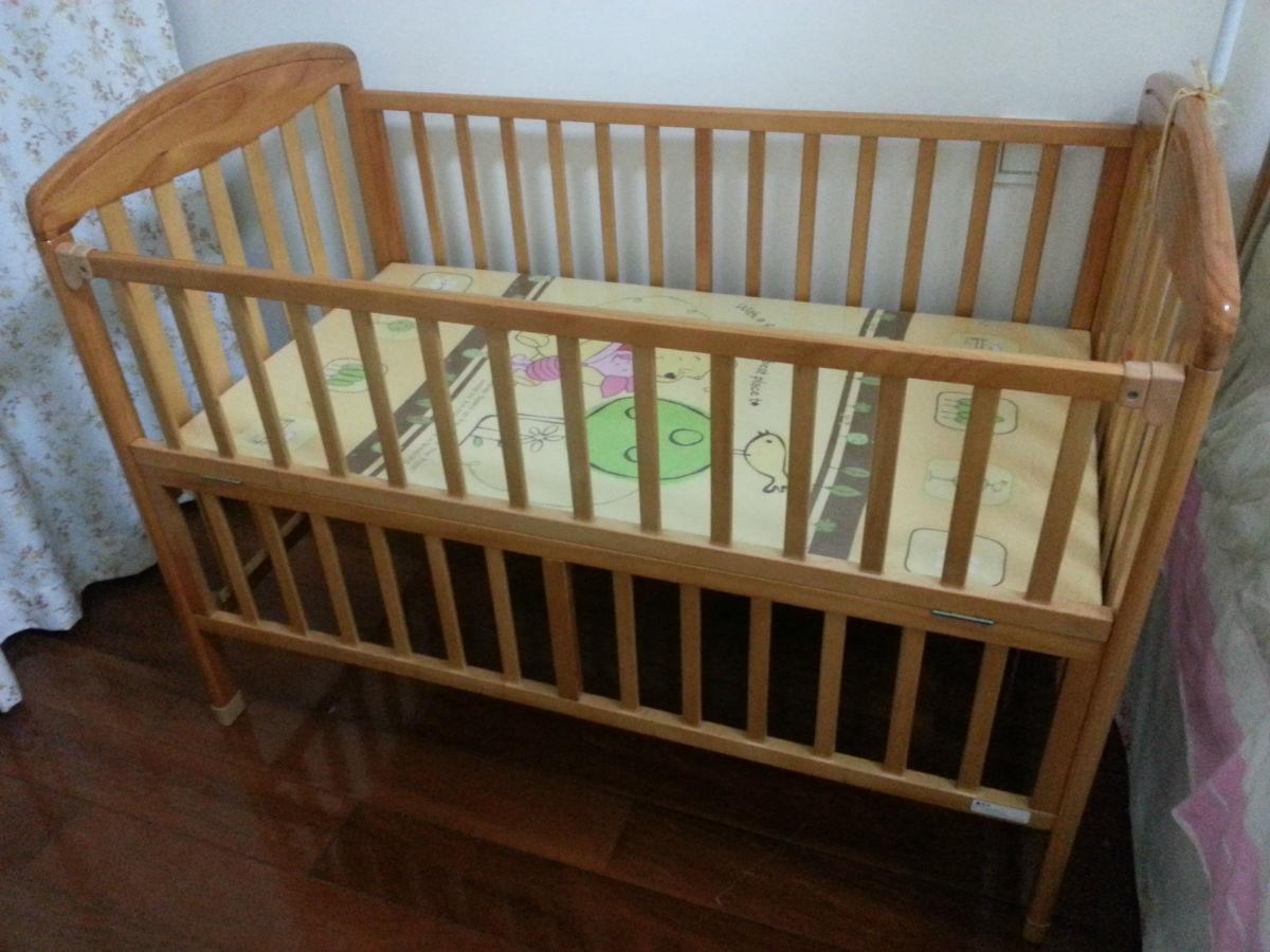 转让9.9新好孩子实木婴儿床一张和手工做藤车一辆