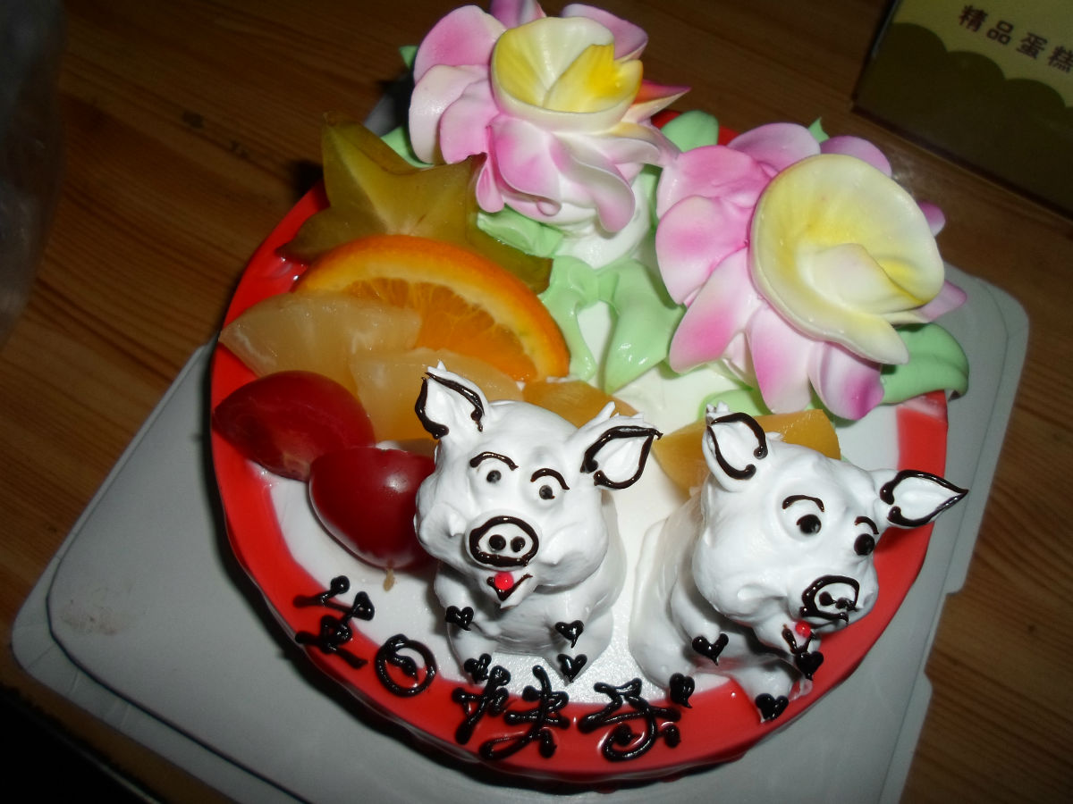 偶来发个昨天订的生日蛋糕图片