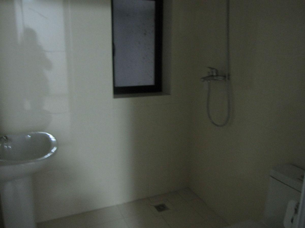 洗手间装修比较简单 高清图片