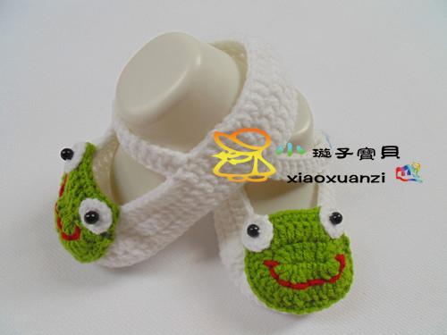 纯手工的钩针宝宝鞋子