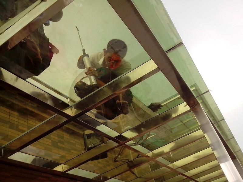 最近要装修,玻璃雨棚在哪里找人搭 深圳房地产信息网论坛