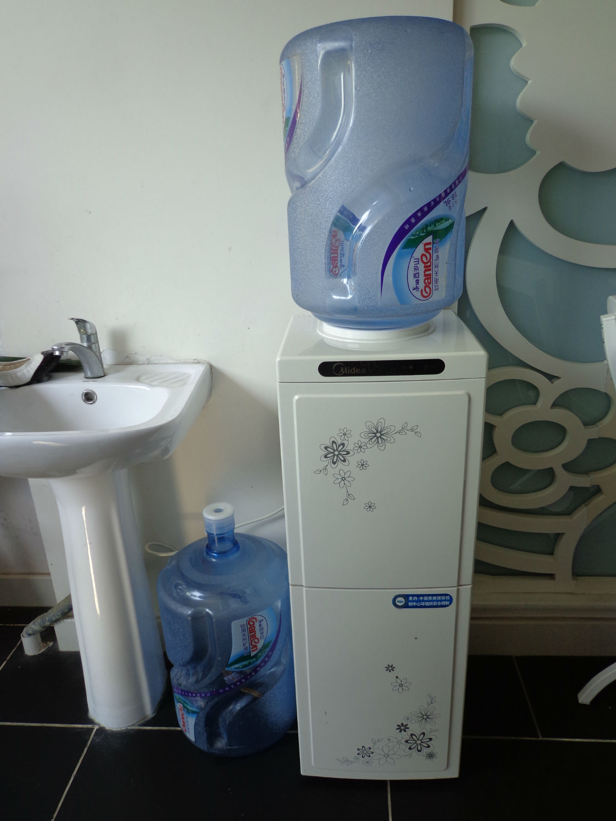 美的饮水机带两只水桶转让