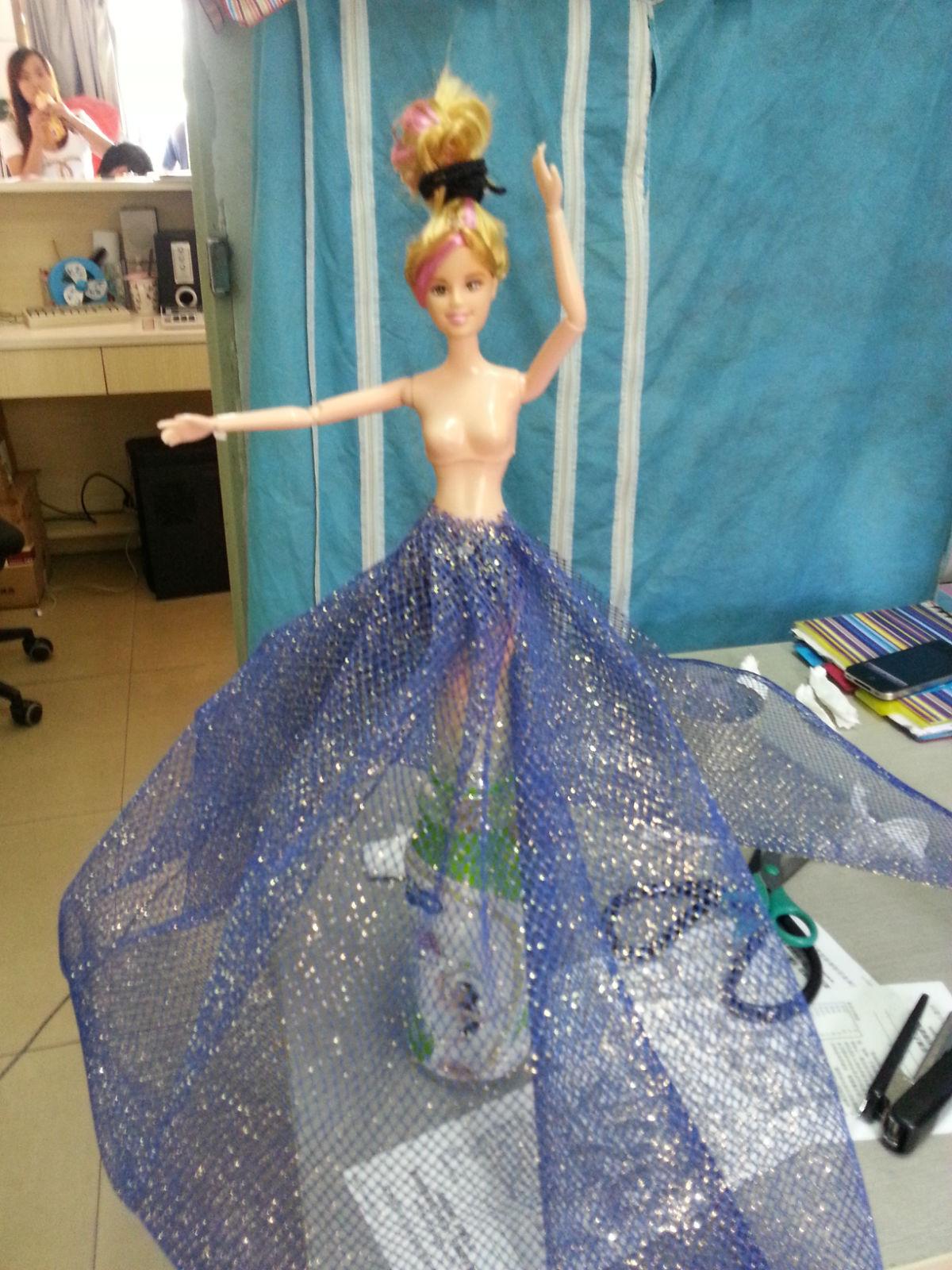 时尚 值得来  > 大型芭比礼服手工制作流程   制作步骤:   二,硬纱