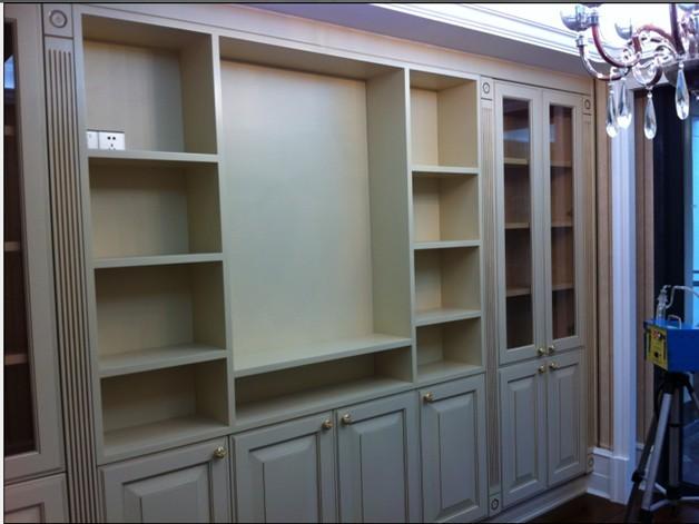柜体材质:进口多层实木板