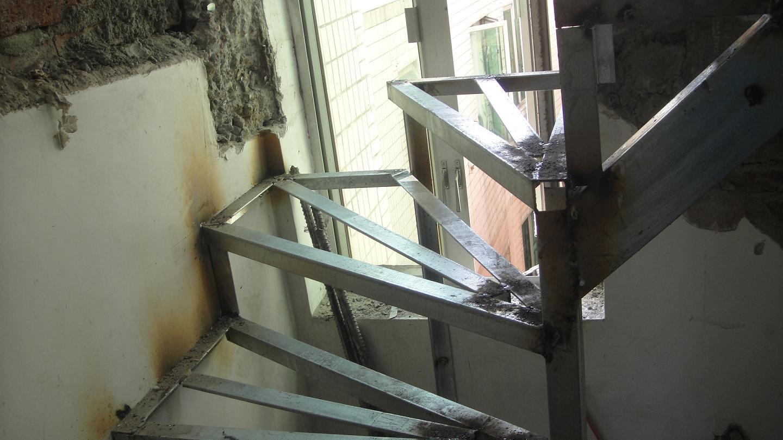 阳台搭钢结构请问什么价格