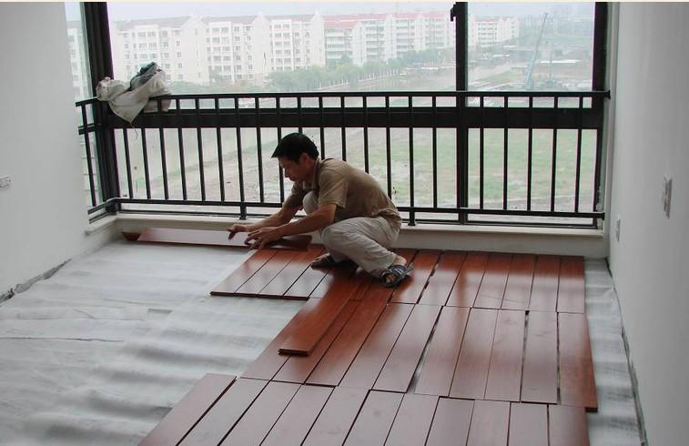 专业的复合木地板安装现场(转)
