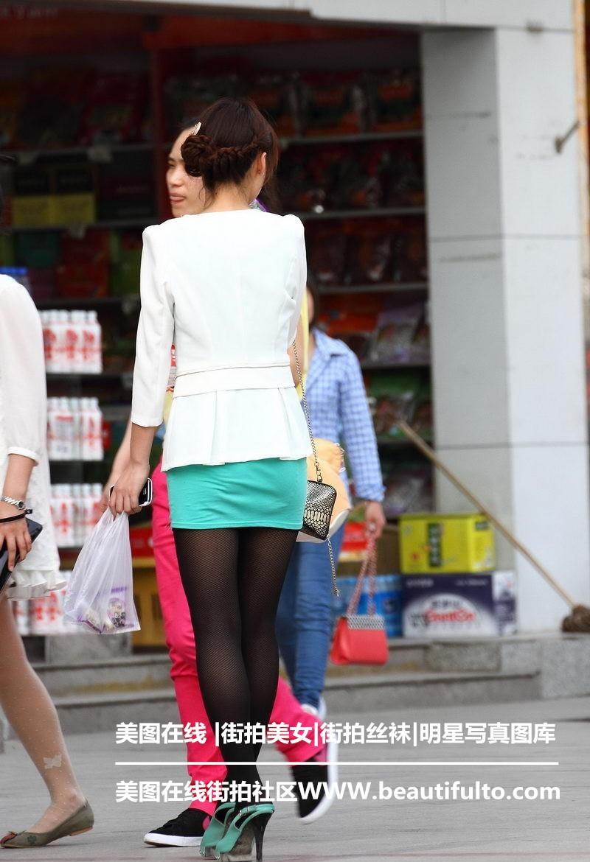 随拍青岛街头美女_[游玩随拍] 街拍制服丝袜美女