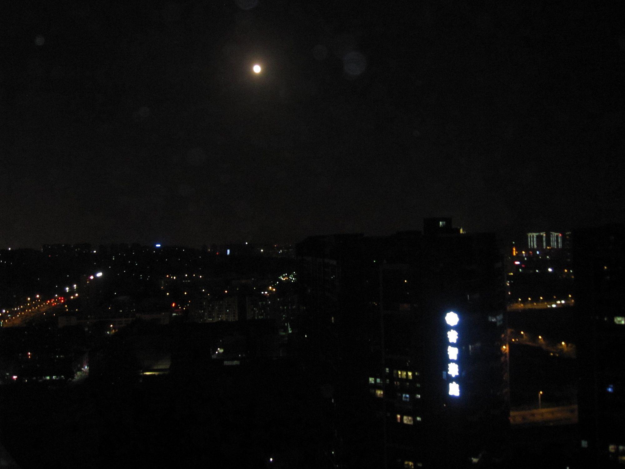 中秋节和lg在康城5栋楼顶:赏月看风景.