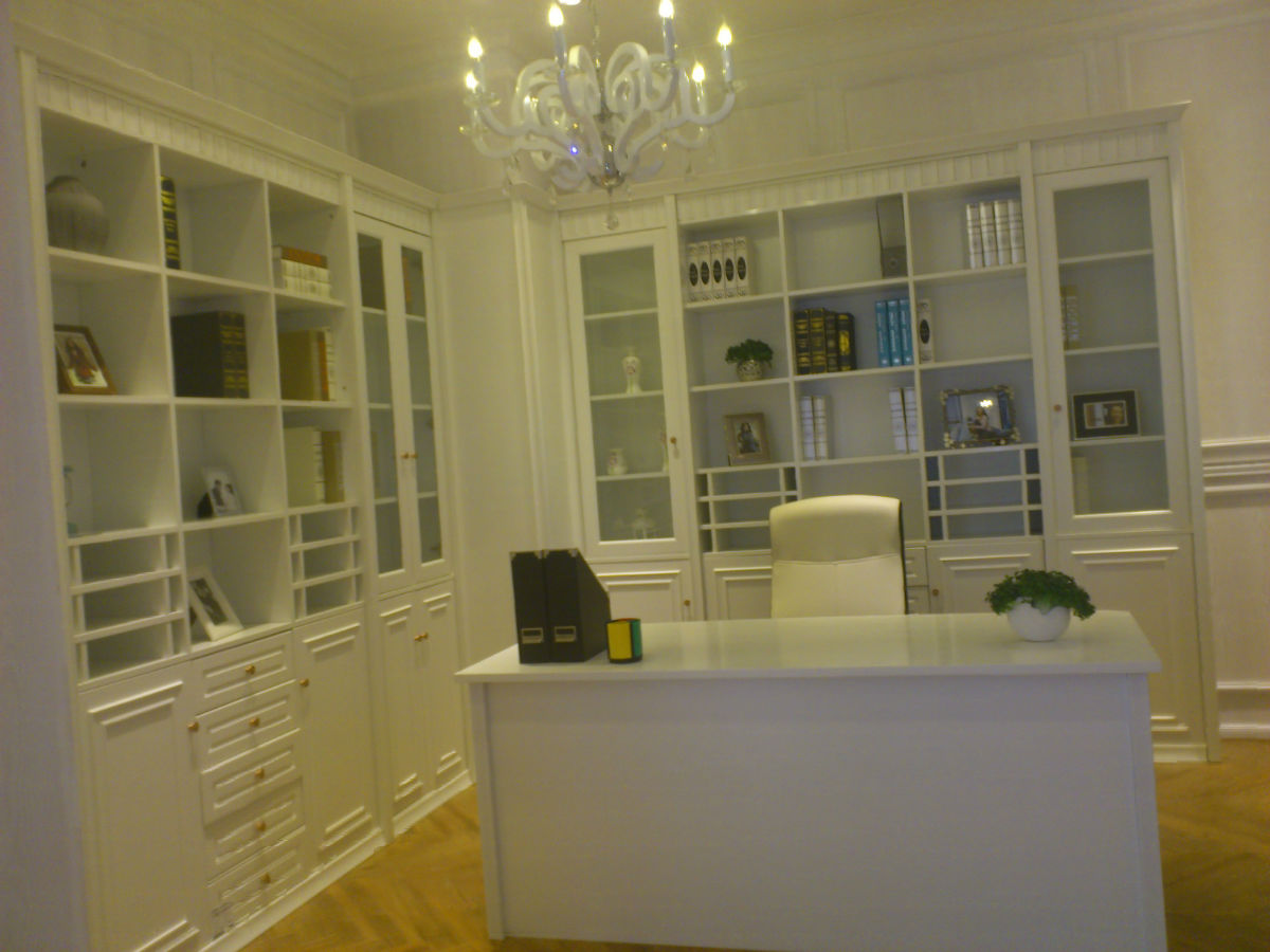白色简欧风格书柜+台面