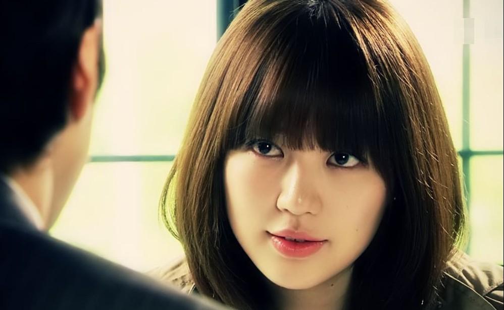 在《对我说谎试试》这部剧中,性格活泼可爱的尹恩惠妆扮也走可爱邻家