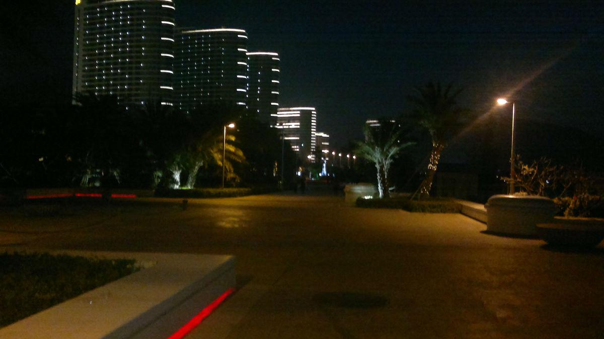 夜晚的�:-�_夜晚下的海公园
