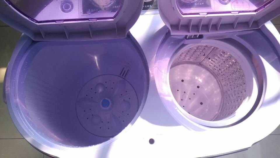 转二手小天鹅双桶迷你洗衣机