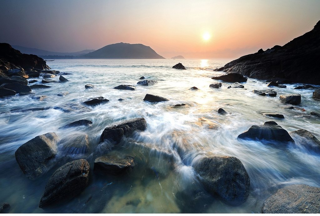 海边思考的可爱图片