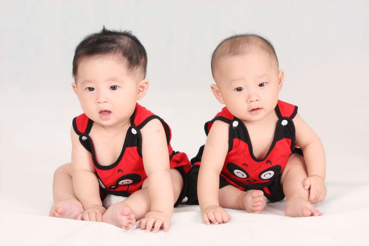 我家的双胞胎宝宝_漂亮宝贝