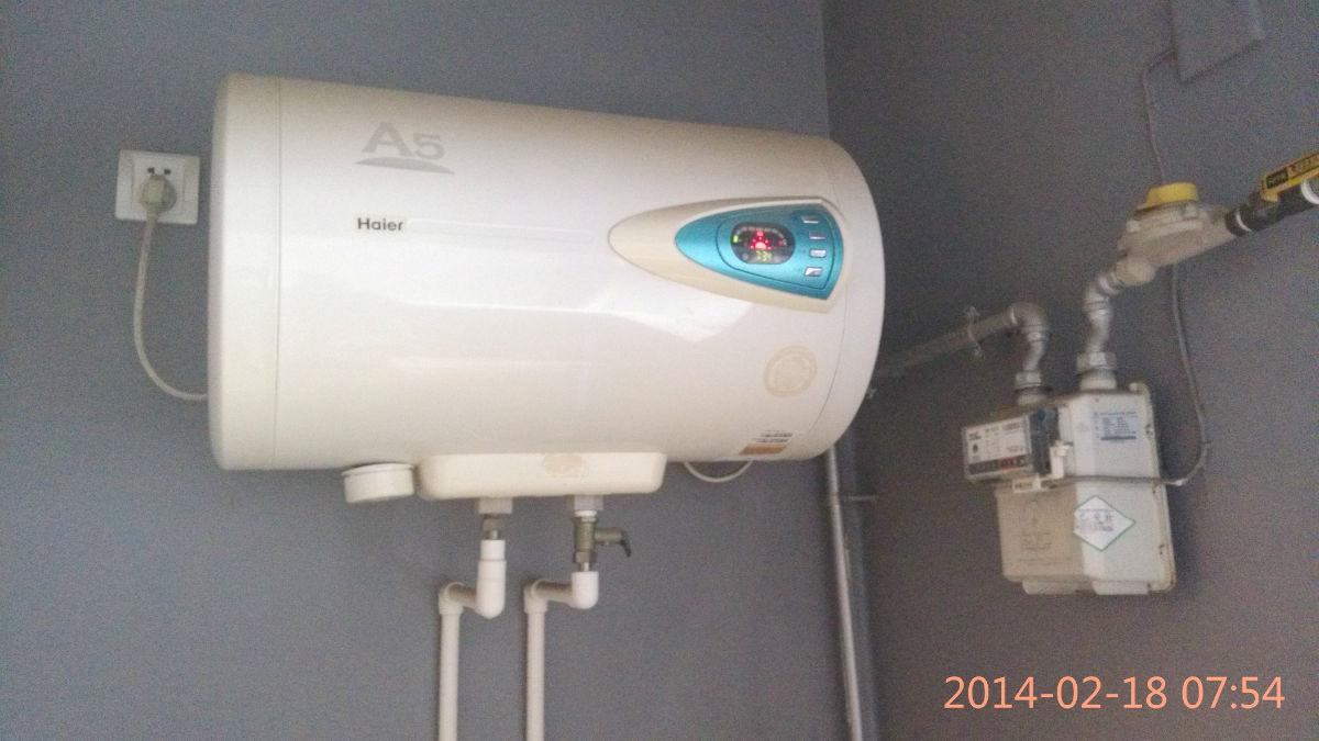因搬家,现特价转让自用的海尔电热水器一台及美的空调一部。 海尔电热水器,银海象A5系列,45升,使用良好,2006年购买,中间有三年闲置未使用,目前使用状况正常,海尔全程可提供维护及安装服务。原价1600,现价500元转让。  美的空调,KF-23GW/Y-GC (R3),小一匹,单冷,2011年8月购置,有发票,使用良好,原价1750,现价1000元转让。  诚意转让,非诚勿扰哈!有意者请悄我或留言。