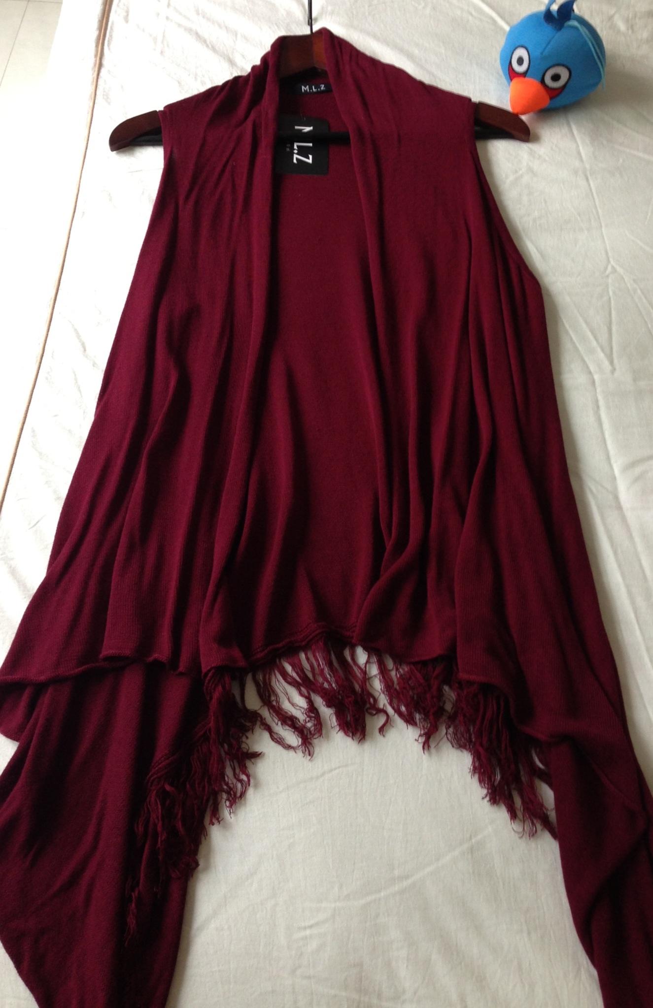 酒红色针织背心