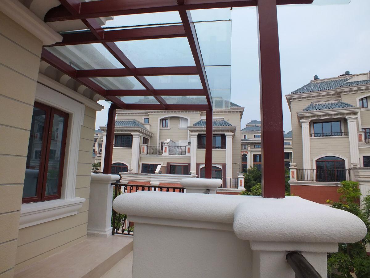 十二橡树庄园钢结构玻璃雨棚及防腐木玻璃雨棚