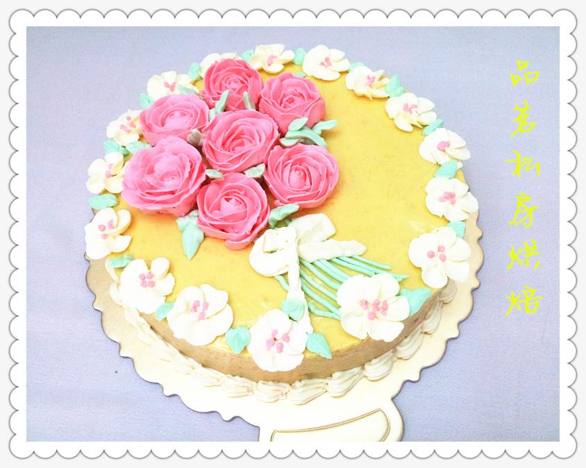 芒果幕斯蛋糕,这个蛋糕是为了表示对老师的感谢而特制的,女儿三年幼儿