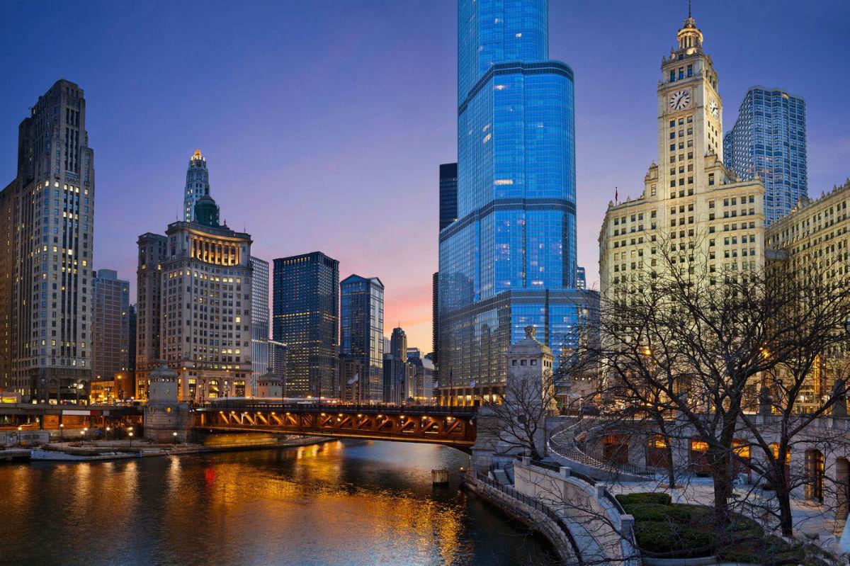 芝加哥位于美国中部,是美国第三大城市