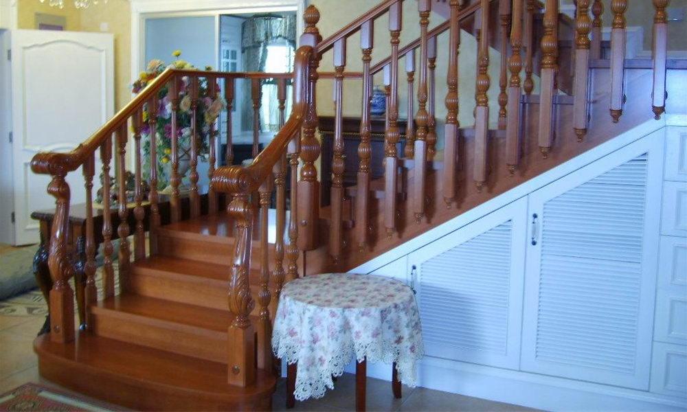 楼梯扶手的种类多,不锈钢
