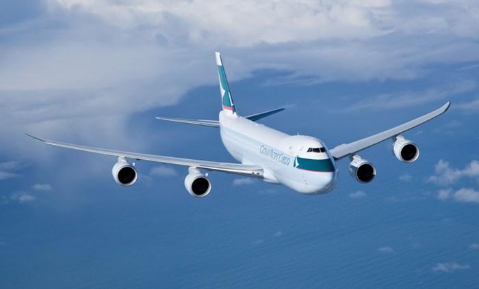 飞机起飞或降落时,使用智能手机及平板计算机等电子