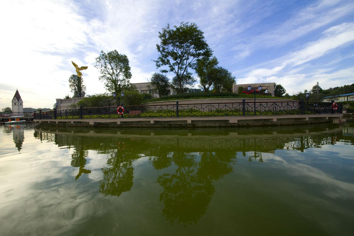 欧式湖绿色窗帘效果图